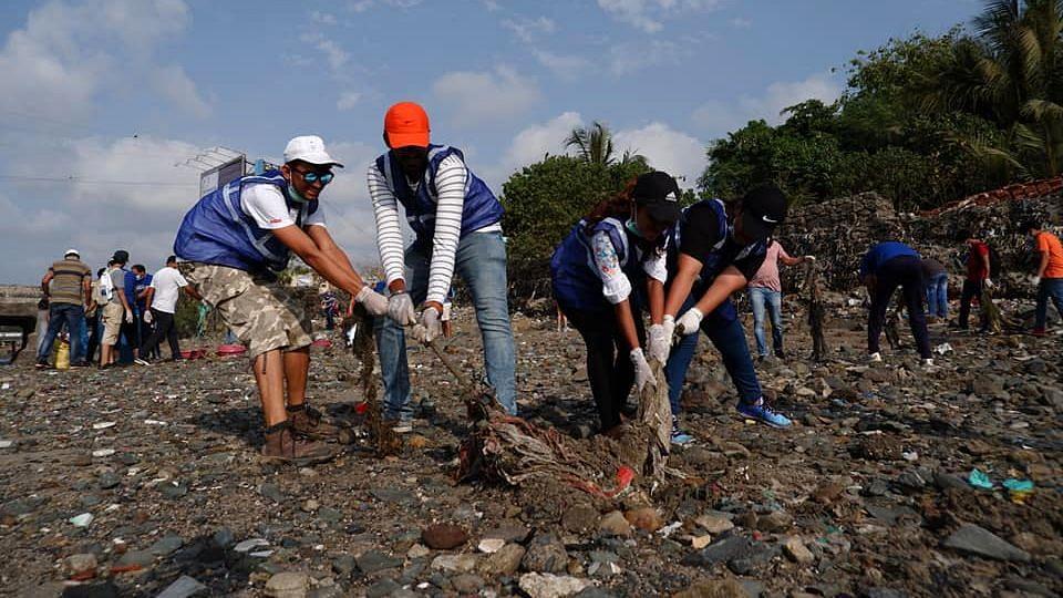 Mumbai Citizens cleaning up a beachfront.