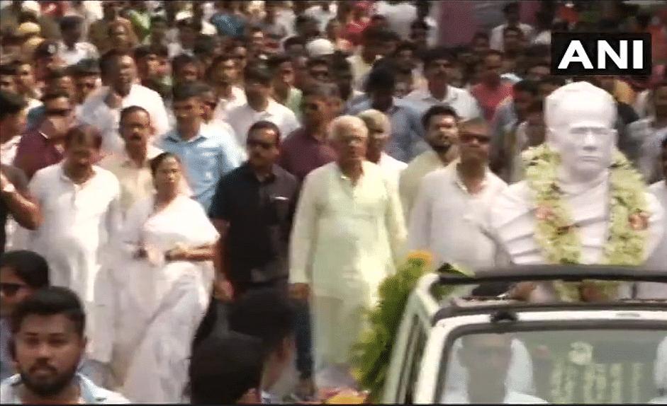 Mamata Inaugurates Vidyasagar Bust in College After Vandalisation