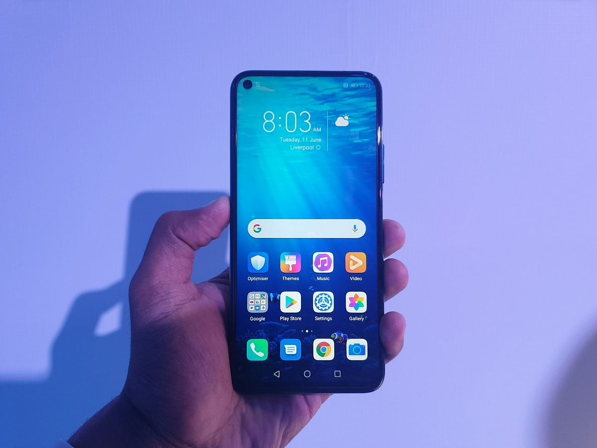 The Honor 20 Pro comes with an punch hole camera.