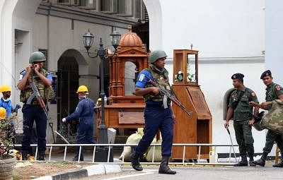 COLOMBO, April 27, 2019 (Xinhua) -- Security forces are seen outside St. Anthony