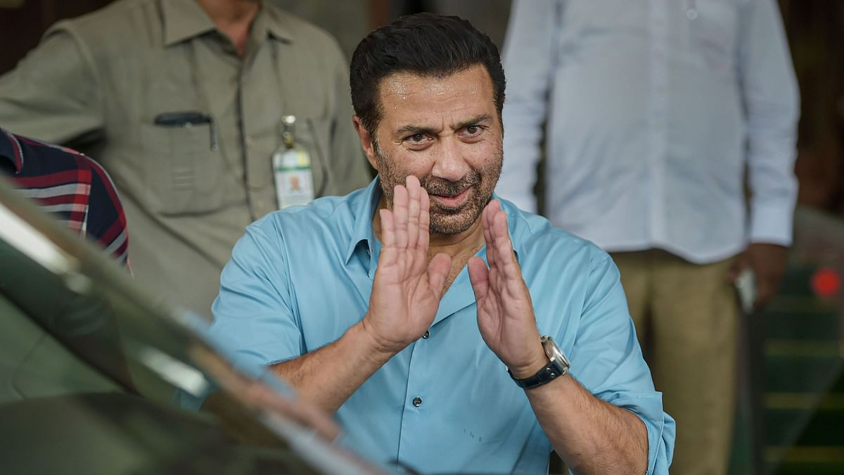 EC Issues Notice to Sunny Deol  for 'Crossing' Rs 70 Lakh Limit