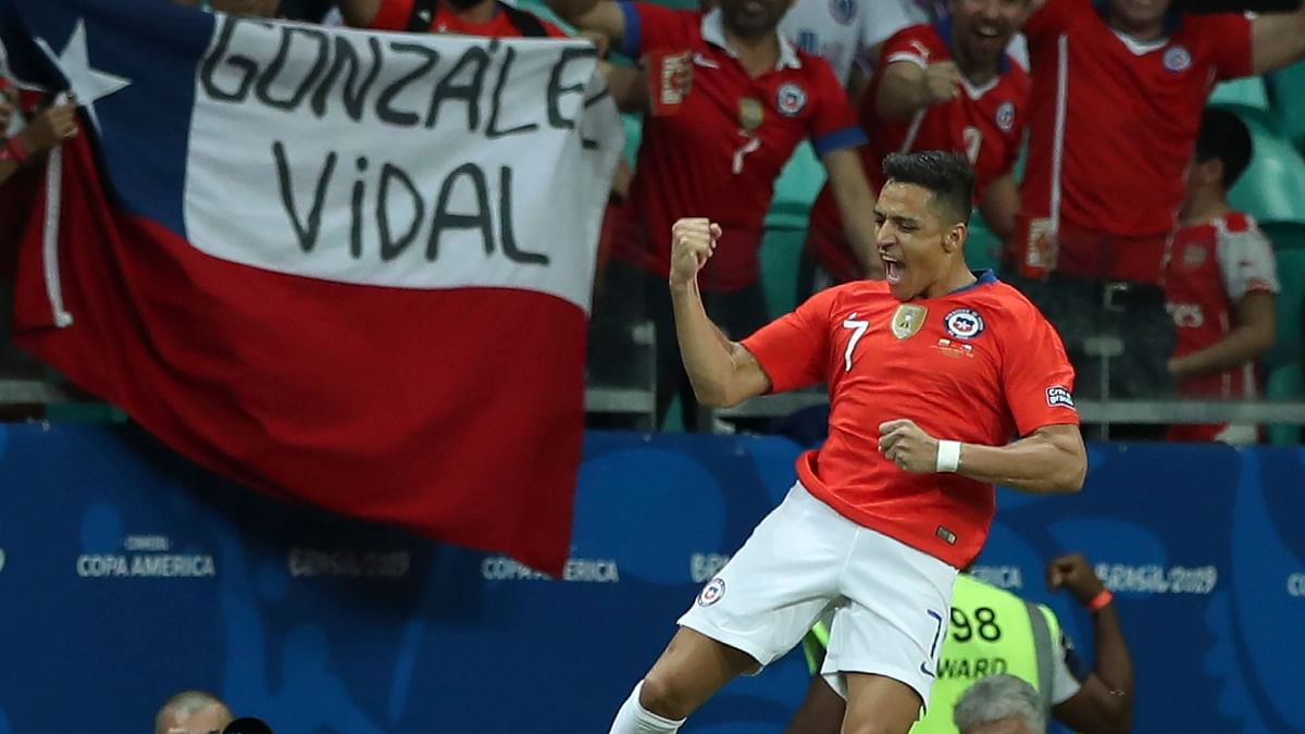 Injured Alexis Sanchez Leads Chile to Copa America Quarter-Finals