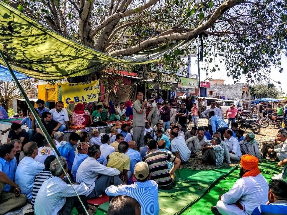 In large numbers, Hindus of Rasanna and Kathua came out to support the accused. But soon, this support fizzled out. The people vanished. The name of the manch was changed to Dogra Swabhiman Sangathan and no one came to protest at this junction again. This photo was taken in April 2018.