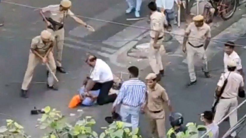 Screenshot from video showing clashes between the tempo driver and police in Mukherjee Nagar.