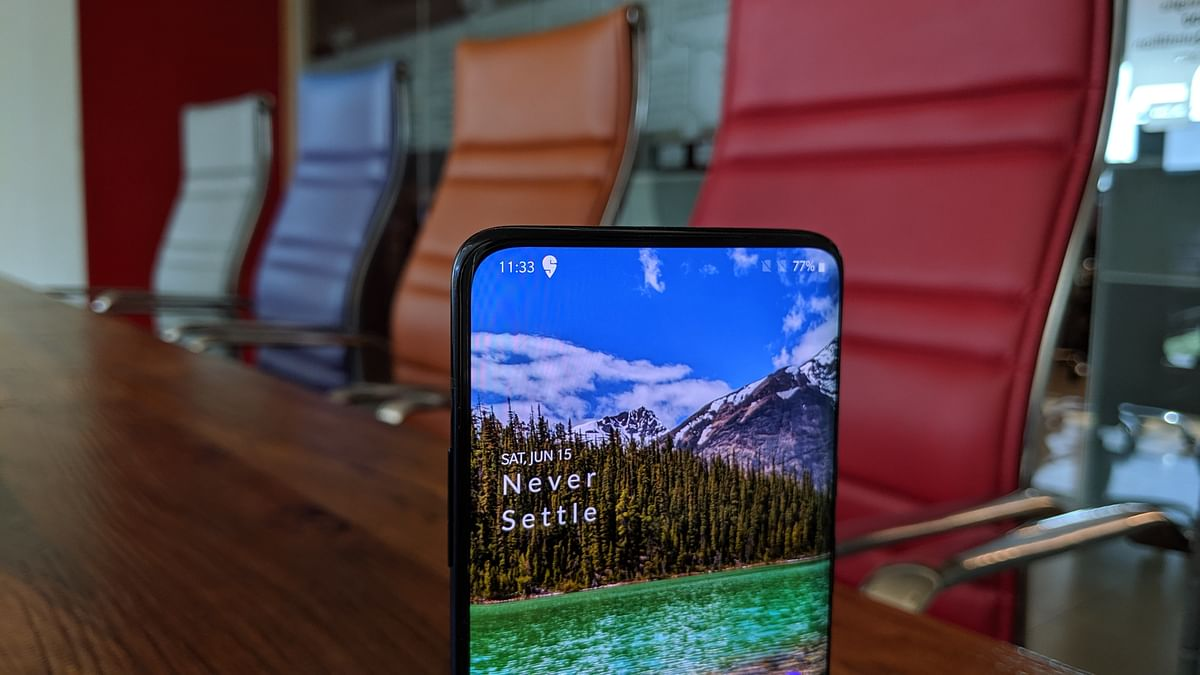 OnePlus 7 Pro comes with front-facing pop-up camera at the top.