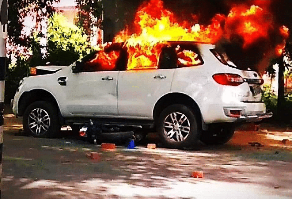 BHU Students Set BJP Leader's Car Ablaze After Driver Crushes 2