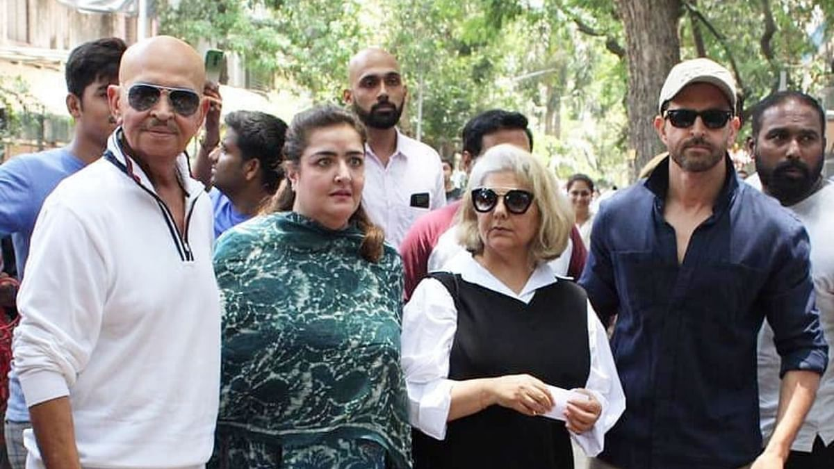 Sunaina Roshan with father Rakesh, mother Pinky and brother Hrithik.