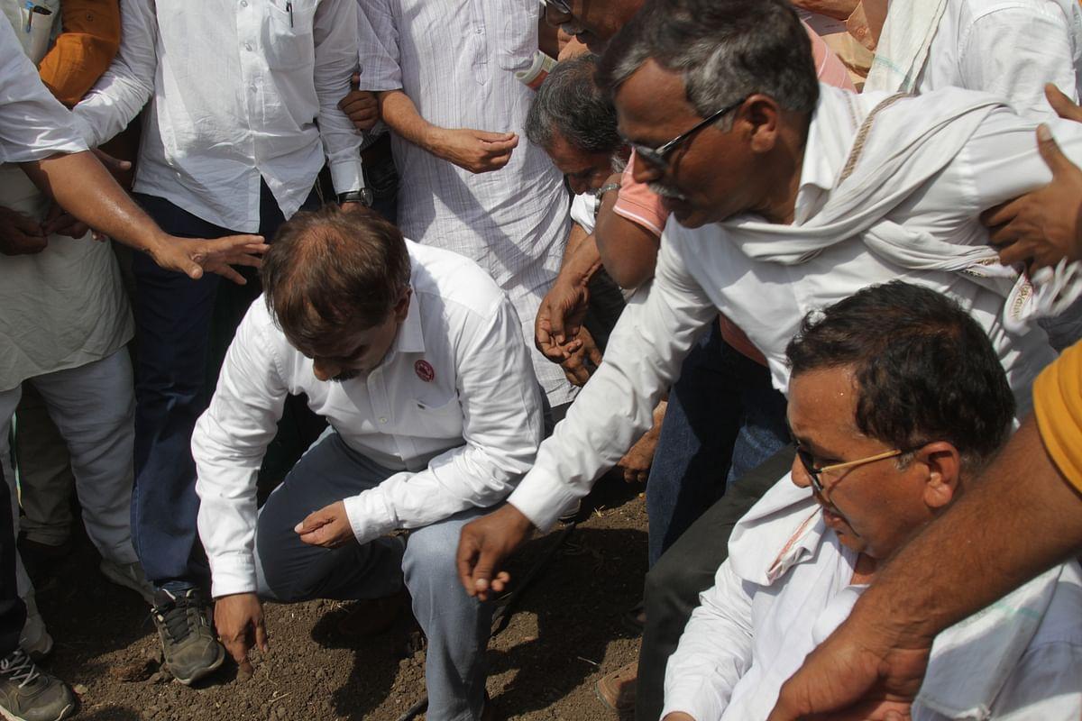 Lalit Patil Bahale planting Ht cotton.