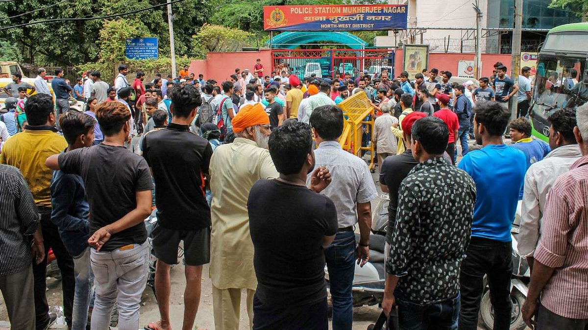 Members of the Sikh community protested outside the Mukherjee Nagar police station after the altercation between the driver and policemen.