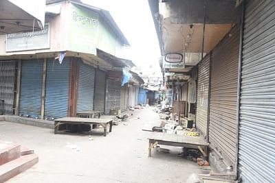 Violence-hit Bhatpara sees deserted streets as tension persists