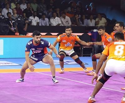 Mumbai: Players in action during a Pro Kabaddi League Season 7 match between Bengal Warriors and Puneri Paltan at National Sports Club of India (NSCI) in Mumbai on July 29, 2019. (Photo: IANS)