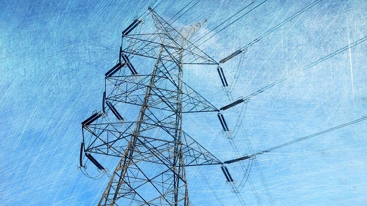 50 Students Injured After High-Tension Wire Falls into UP School