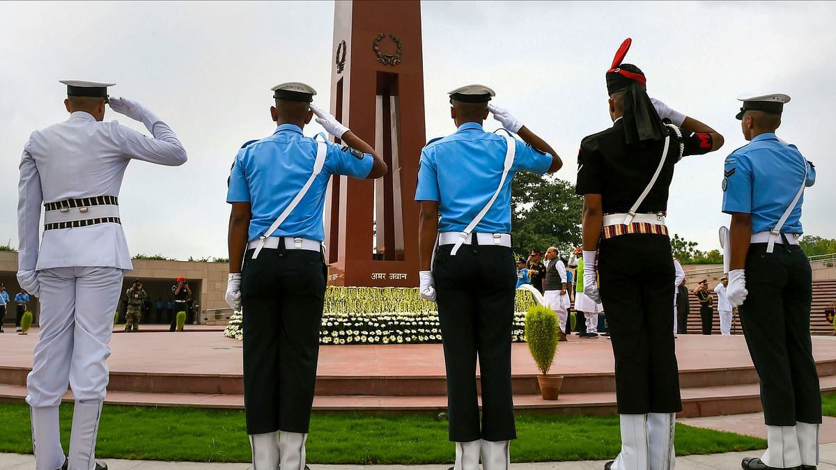 InPics: India Pays Respect to Martyrs of 1999 on 20th Vijay Diwas