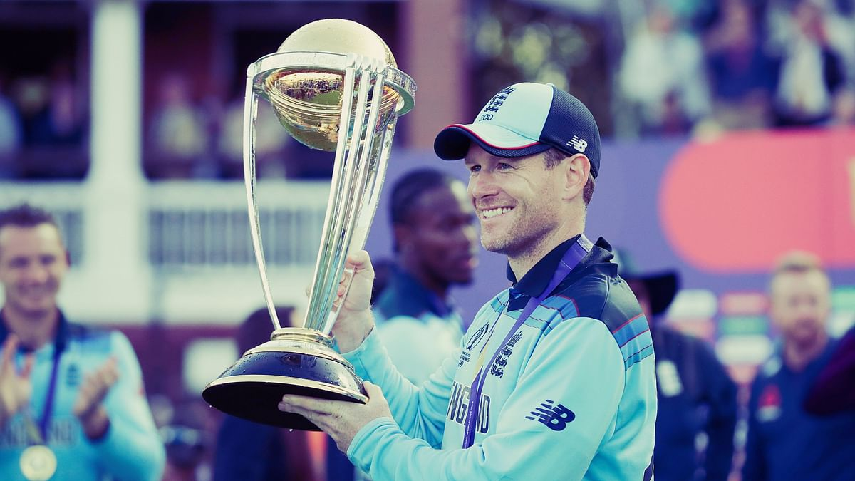 England skipper Eoin Morgan pose with the World Cup trophy.