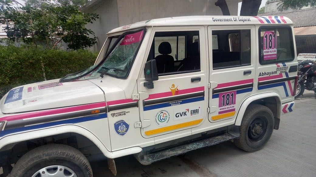 The car from the Women's Helpline Abhayam 181 was damaged by Urmila Jhala's relatives.