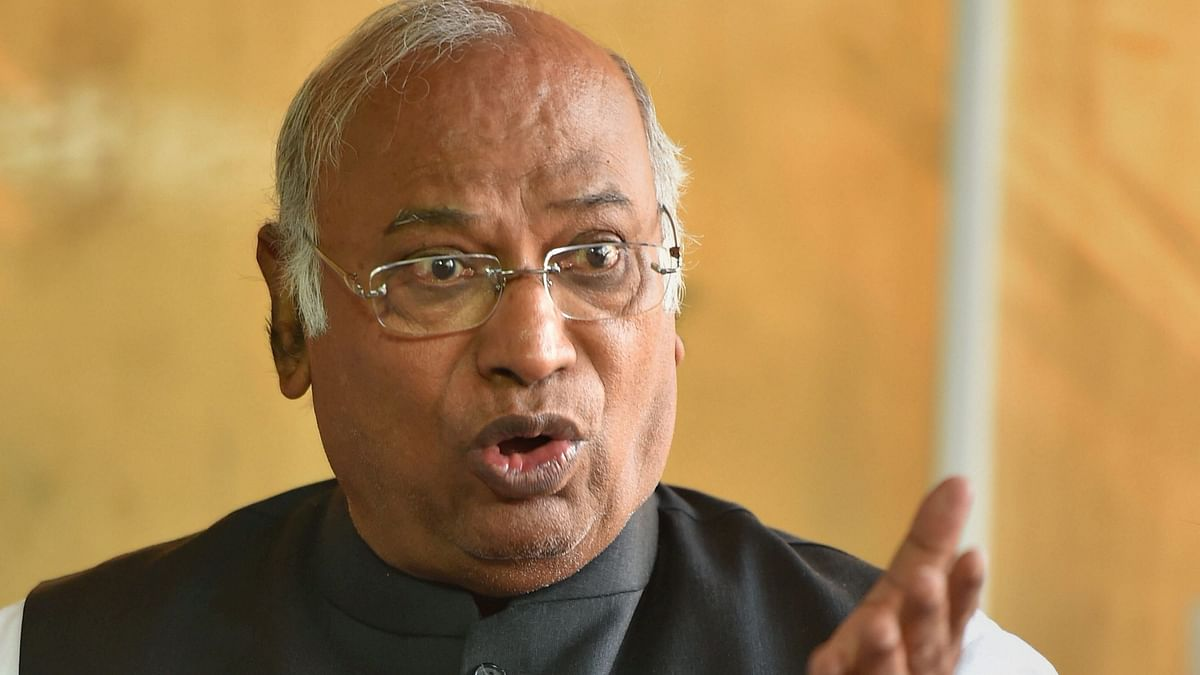 K'taka Crisis: Kharge Blames BJP, Says 'Trying to Kill Democracy'