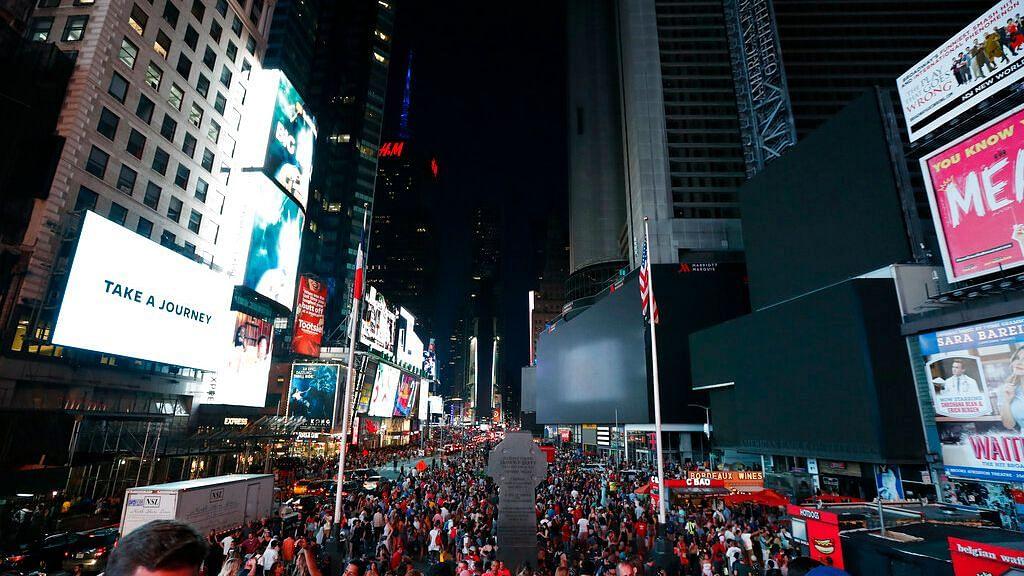 Power Outage Cripples Tourist-Filled Manhattan