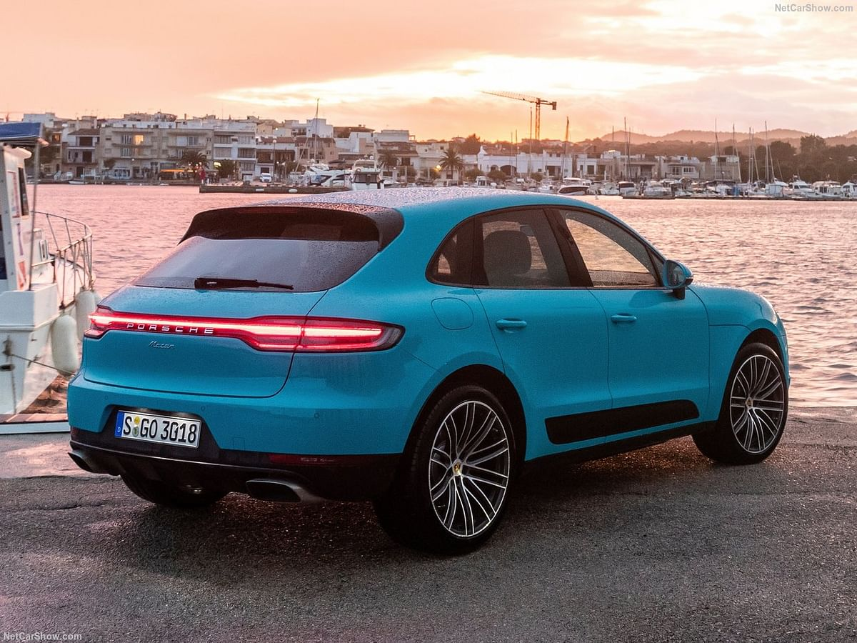 Rear lights of the Macan 2019.