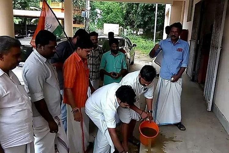 Kerala Youth Cong Cleanses Venue Where Dalit MLA Protested