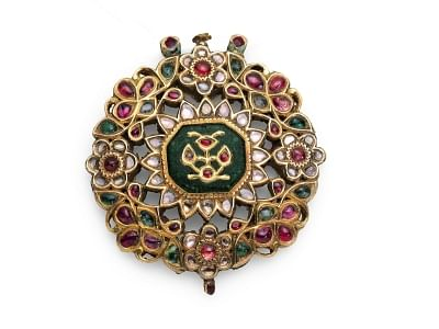 Mughal 'jamas', jewellery up for London auction