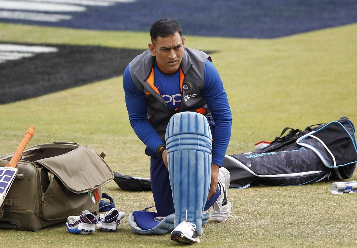 MS Dhoni wears jersey with number 7.