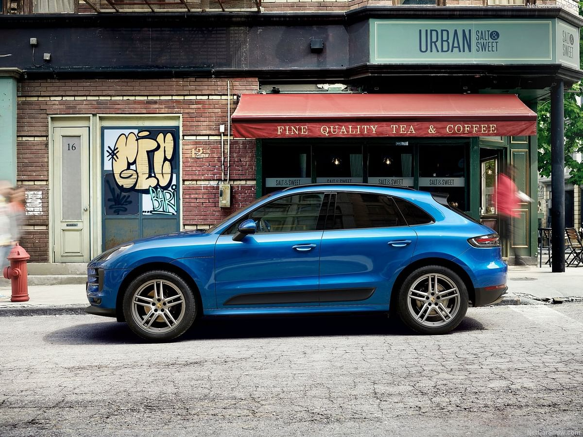 Side profile of the Macan.