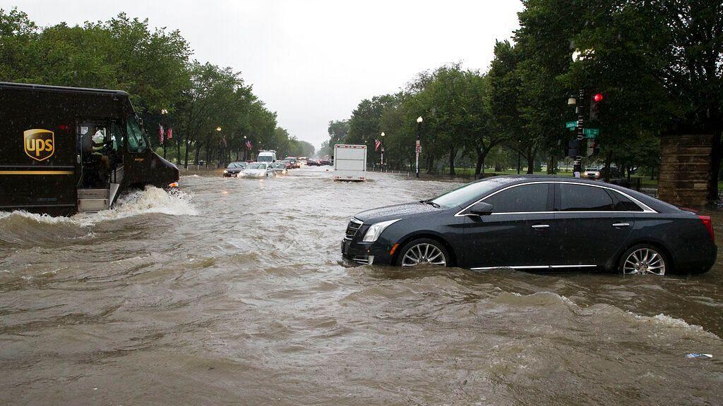 Heavy Rains Flood US' Washington Roads, White House Basement