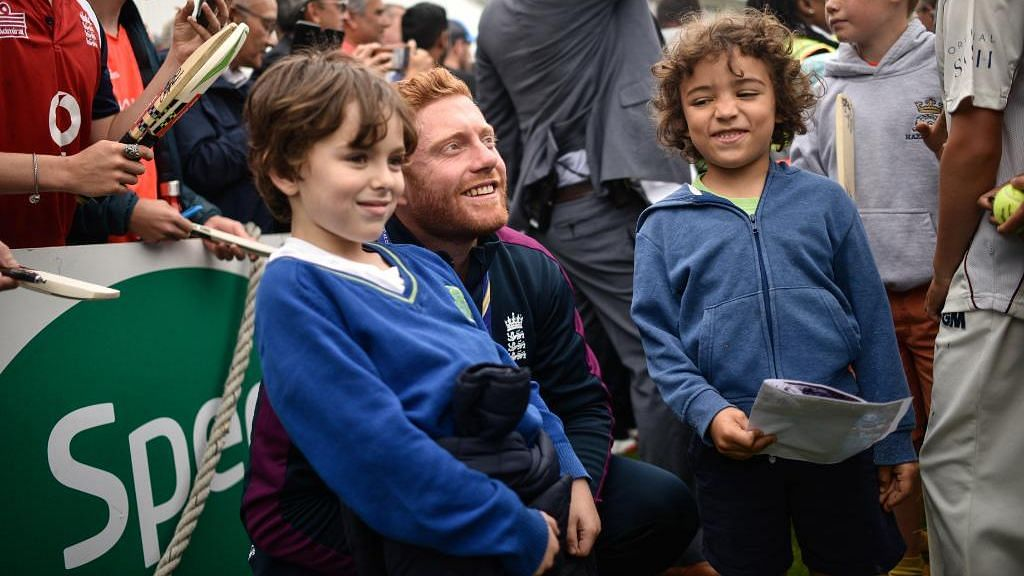 England Cricketers Celebrate World Cup Triumph With Young Fans