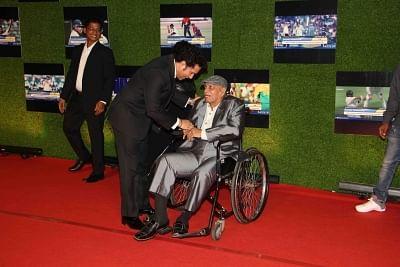 Former Indian cricket player Sachin Tendulkar along with his coach Ramakant Achrekar. (File Photo: IANS)