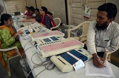 Opposition seeks ban on EVMs for Maharashtra polls