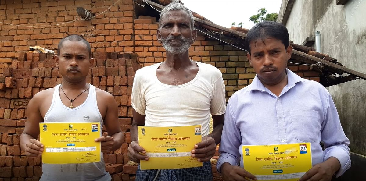 Dinesh Mahato (Centre) along with other beneficiaries of MGNREGA who haven't received payment for material till date.