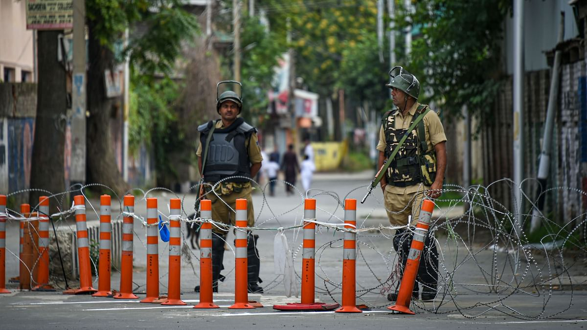 No Bank, Telecom Services Plague Labourers in Kashmir