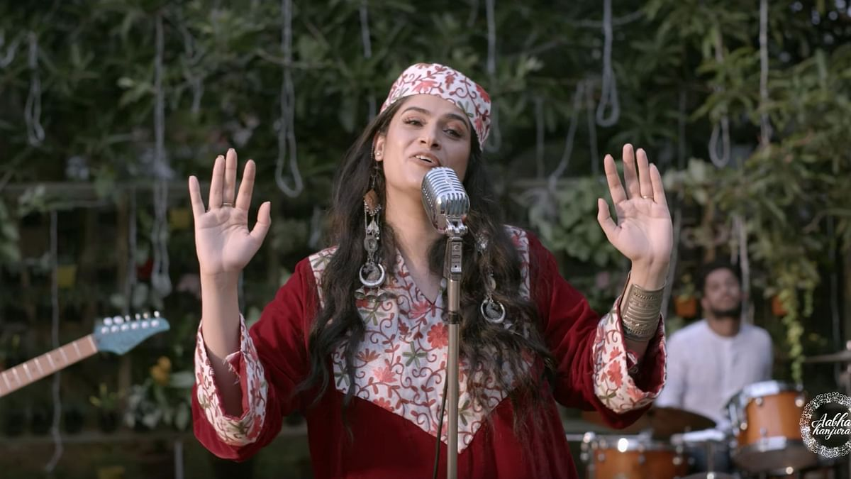 The <i>Roshe Walla</i> numbers dropped by eclectic folk-pop singer Aabha Hanjura on YouTube is raking in great reviews.&nbsp;