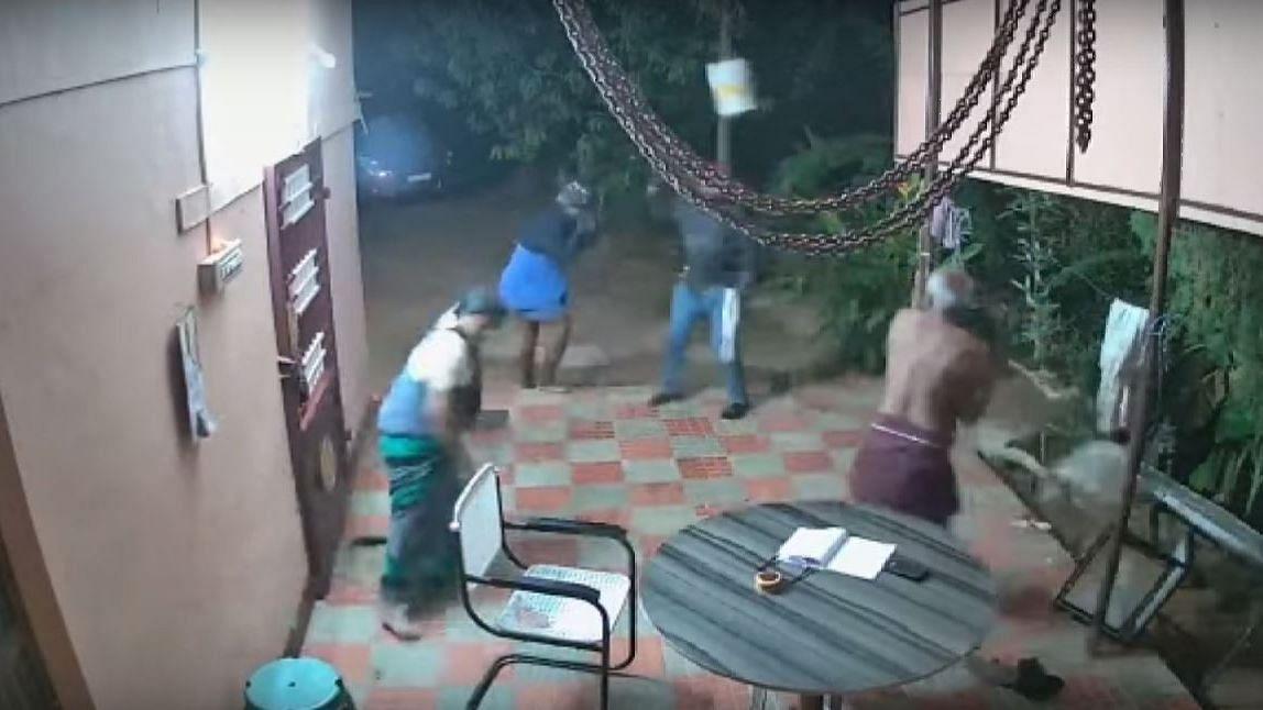 Elderly Couple Fights Off Armed Robbers in Tamil Nadu's Kadaiyam