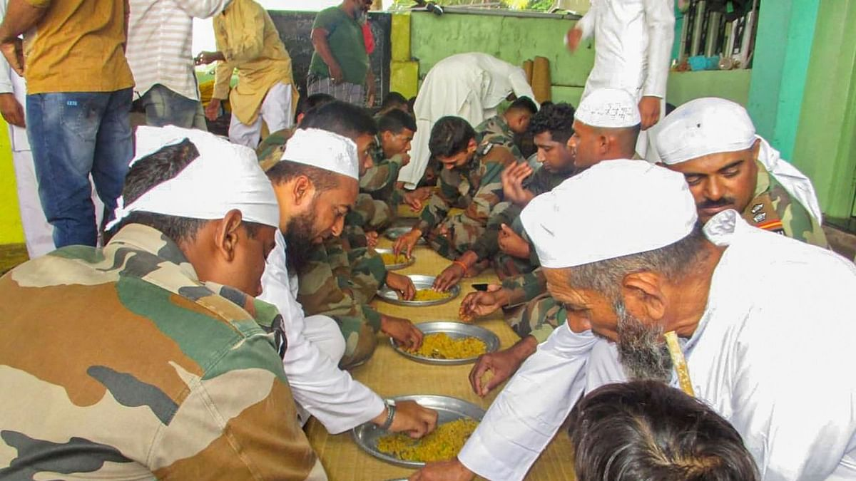 Muslims invite Indian army personnel to celebrate Eid