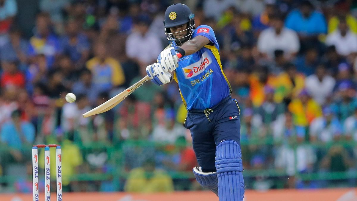 Mathews and Mendis steadied the Sri Lankan innings sharing 101 runs for the fourth wicket.