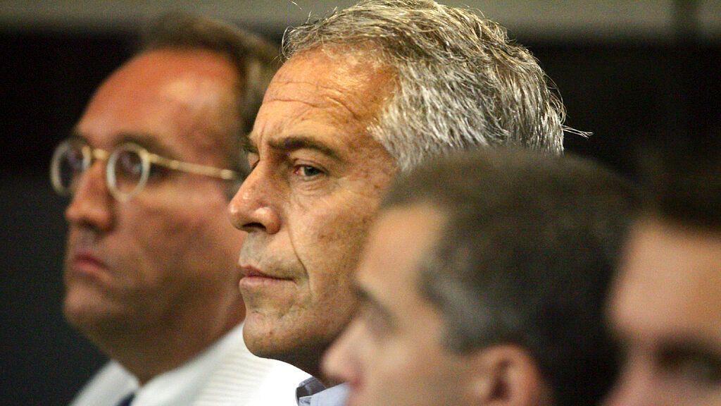 Jeffrey Epstein, Accused  of Sex Trafficking, Kills Self in Jail