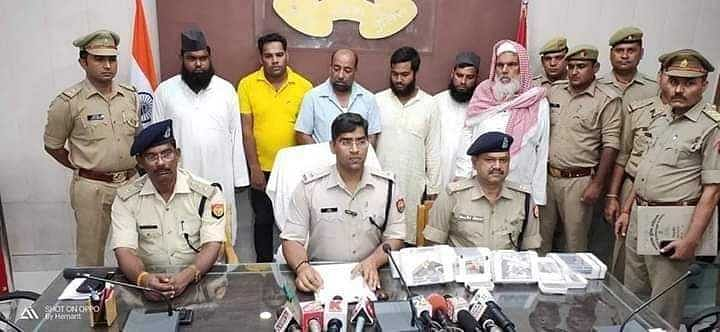 Has the Central Govt Taken Custody of Kashmir Mosques?