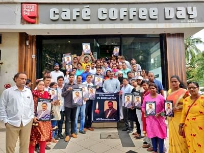 In a unique tribute to the founder of Cafe Coffee Day (CCD) chain, V. G. Siddhartha, the Mumbai Congress organised a coffee break with hundreds of workers sipping coffee at CCD outlets, in Mumbai.
