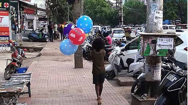 A child worker sells balloons in Patna. This kind of hawking is among the most common jobs that child workers engage in, as per a 2018 survey conducted by the Praxis Institute for Participatory Practices, a Patna-based non-profit.