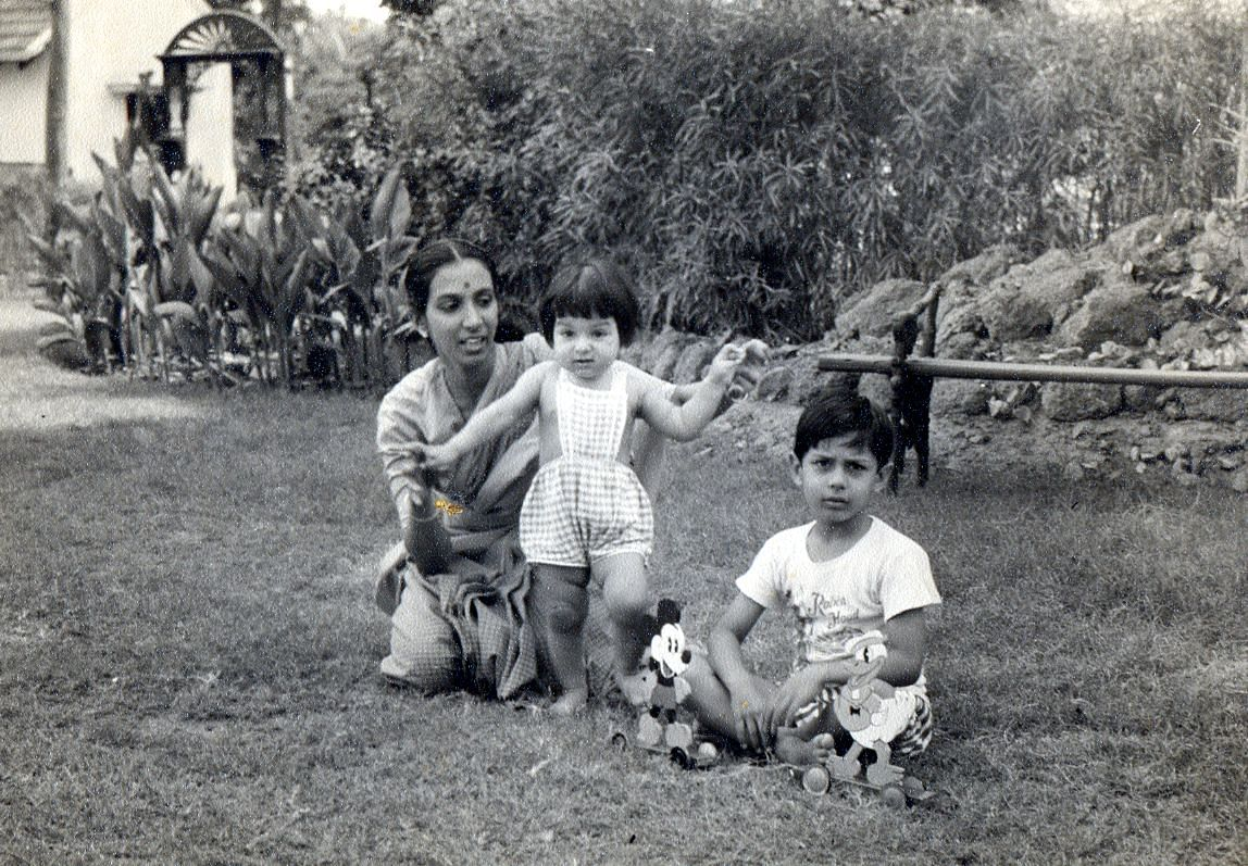 Mallika Sarabhai as a toddler with her mother Mrinalini Sarabhai and brother Kartikeya.