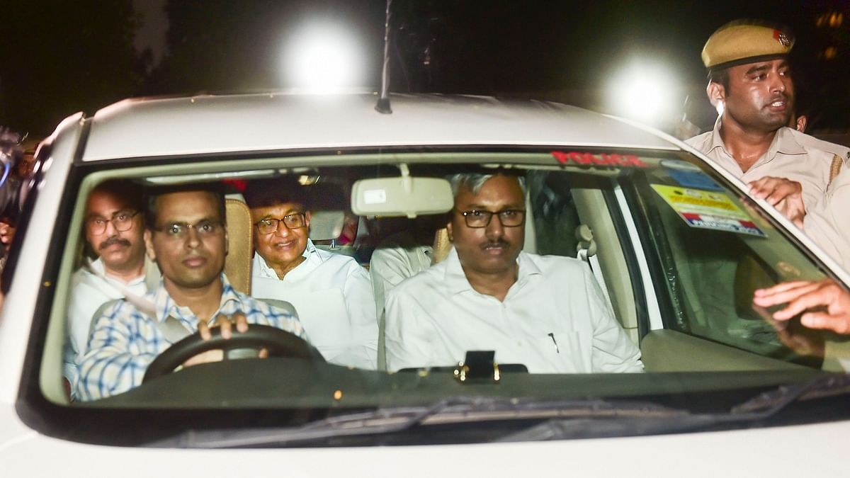 Chidambram being taken to the CBI court.