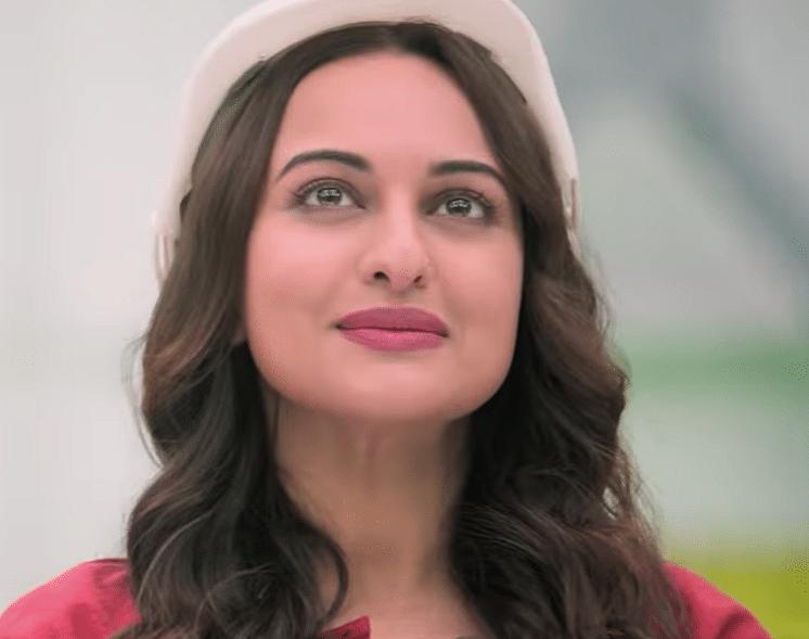 Sonakshi Sinha as Ekaa Gandhi in <i>Mission Mangal</i>.