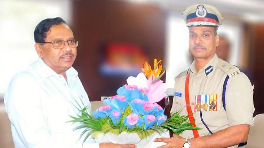 Former Bengaluru Police Commissioner Alok Kumar with former Deputy CM Dr G Parameshwara soon after taking charge