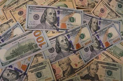 Gold futures retreat on stronger US dollar