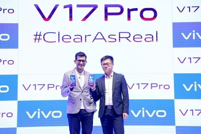 (L to R) Vivo India Brand Strategy Director Nipun Marya and CEO Jerome Chen unveils the all new vivo V17 Pro.