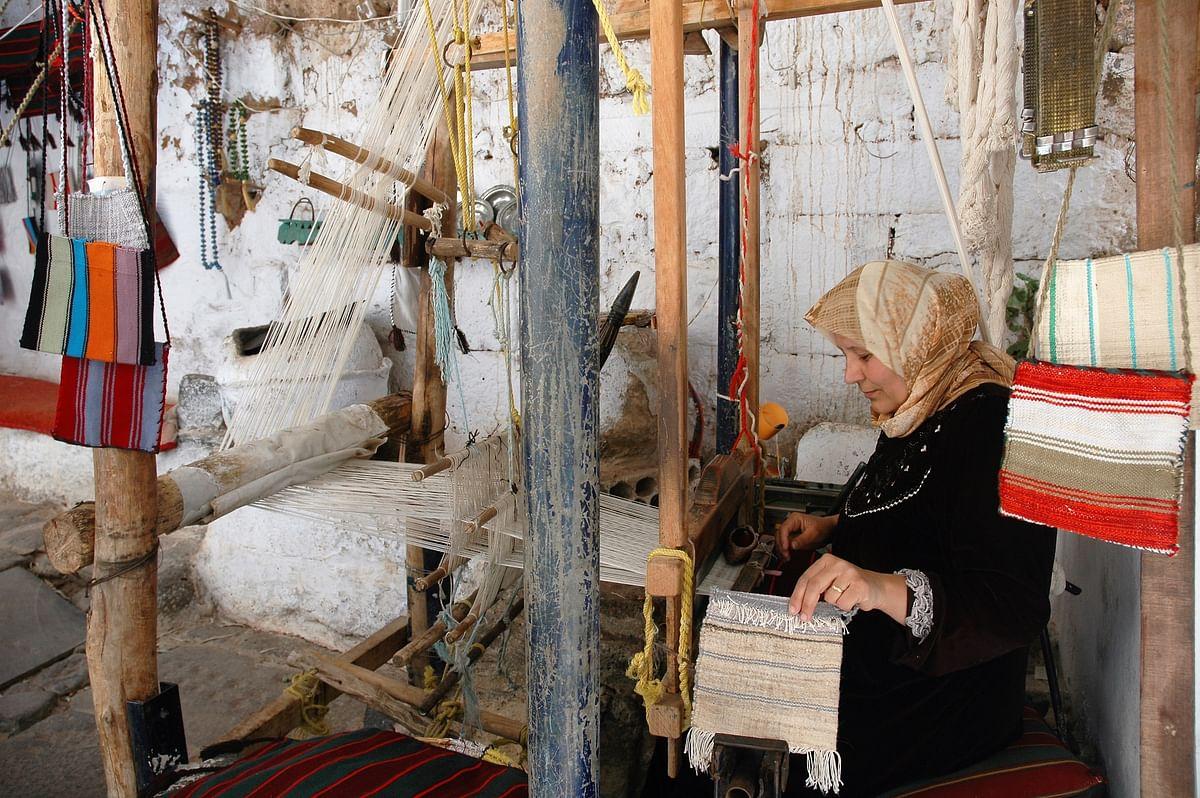 A handloom weaver in Bosra.