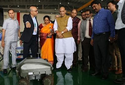Bengaluru: Defence Minister Rajnath Singh visits an exhibition displaying indigenously developed defence equipment and platforms by DRDO and HAL, in Bengaluru on Sep 19, 2019.