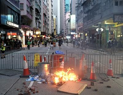 HONG KONG, Sept. 15, 2019 (Xinhua) -- Rioters set fires and obstruct road traffic at Queen