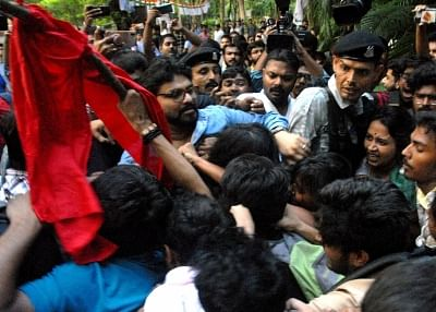 Kolkata: Union Minister Babul Supriyo heckled by a section of students of Jadavpur University during his visit to the campus to attend an event organised by the Akhil Bharatiya Vidyarthi Parishad (ABVP) in Kolkata on Sep 19, 2019. Several slogan-shouting pro-Left students surrounded Supriyo as soon as he arrived and asked him to leave.